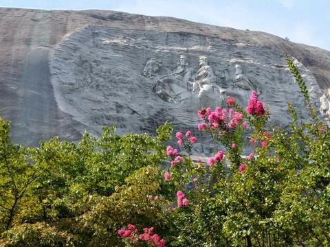 15 ky quan thien nhien tuyet tac o My hinh anh 4 Georgia: Khu núi đá ở Công viên Stone Mountain cao tới 520 m, với bức phù điêu lớn nhất thế giới được tạc bên sườn.