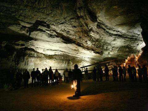 15 ky quan thien nhien tuyet tac o My hinh anh 6 Kentucky: Mammoth là hệ thống hang động lớn nhất đã được khám phá hết, dài gần 650 km cùng hệ sinh thái phức tạp, khó bảo tồn.