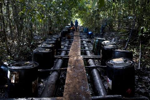 Cuoc song chat vat cua con nguoi trong rung Amazon hinh anh 17 Hành động của họ đã gây ảnh hưởng nặng nề tới Amazon. Thợ mỏ không chỉ phá rừng mà còn làm nền rừng màu mỡ biến mất.