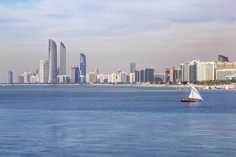 15 ke hoach chu du dang thu nam 2016 hinh anh 15 15. Abu Dhabi, Các Tiểu vương quốc Ả Rập thống nhất: Nếu bạn muốn trải nghiệm sự xa hoa và phiêu lưu, Abu Dhabi là điểm đến không thể bỏ qua cho 2016. Nơi này vừa có không gian đô thị hiện đại, vừa có những nét di tích của lịch sử cổ xưa. Thành phố có nhiều thánh đường Hồi giáo lộng lẫy, các bảo tàng ấn tượng và nhiều hoạt động giải trí hấp dẫn.