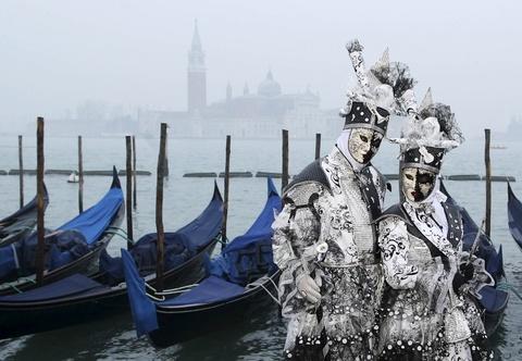 Venice song lai thoi hoang kim trong le hoi mat na hinh anh 2
