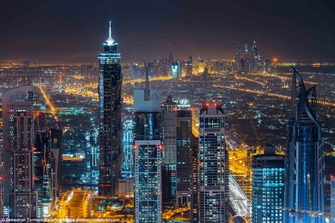 Nhung toa nha choc troi o Dubai huyen ao trong suong hinh anh 10