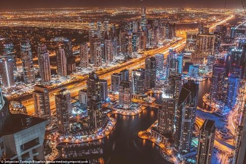 Nhung toa nha choc troi o Dubai huyen ao trong suong hinh anh 9