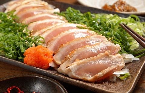 Phoi va gan day giun vi an sushi tu thit ga song hinh anh