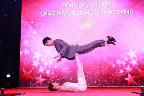 Nu sinh manh mai tro tai nang MC Minh Xu nang 60 kg hinh anh