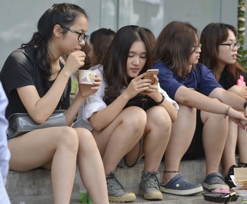 Gioi tre Ha Noi chen lan mua sam tai The New District hinh anh 7