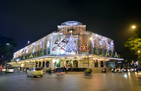 Pho phuong Ha Noi lung linh truoc dem Noel hinh anh 2