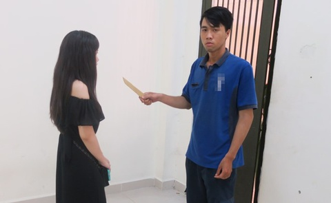 cuop trong trung tam thuong mai hinh anh
