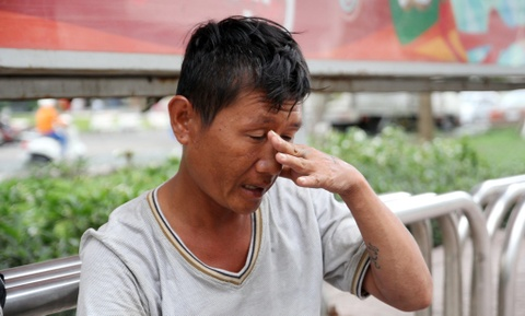 Het tien, cha cua 2 be Huyen - Thoai lai song via he hinh anh