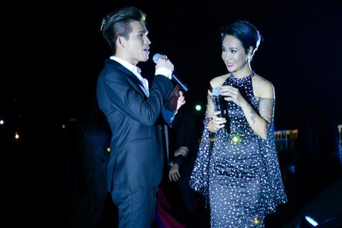 Ha Ho, Dam Vinh Hung va Uyen Linh hoi ngo tren du thuyen 5 sao hinh anh 4