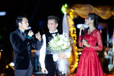 Ha Ho, Dam Vinh Hung va Uyen Linh hoi ngo tren du thuyen 5 sao hinh anh 6