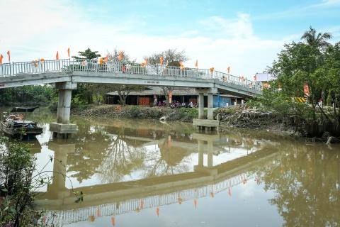 Khanh thanh cau Nam Phuong cho ba con tinh Vinh Long hinh anh 1