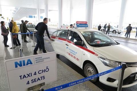 Chan chinh taxi don khach tai nha ga hien dai nhat Viet Nam hinh anh