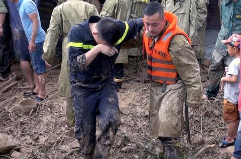 Hàng trăm chiến sĩ tìm người mất tích sau vụ lở núi ở Nha Trang