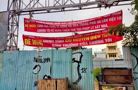 Song Da Nha Trang noi gi khi bi to ban mot lo dat cho nhieu nguoi? hinh anh