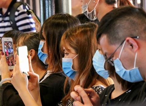 So virus corona, khach Trung Quoc bit khau trang kin mit o Nha Trang hinh anh