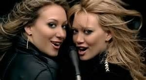 'Our lips are sealed' (Hilary Duff Ft. Haylie Duff) - 'A Cinderella Story' hinh anh