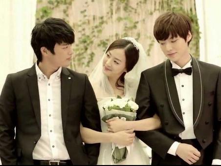Muon kieu dam cuoi khac nguoi cua sao Kpop trong MV hinh anh