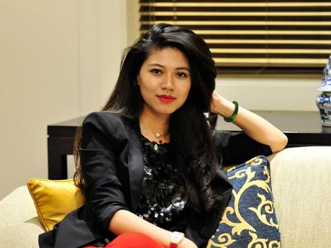 BTV Ngoc Trinh: Toi buon khi phai dung dan Ban tin Tai chinh hinh anh