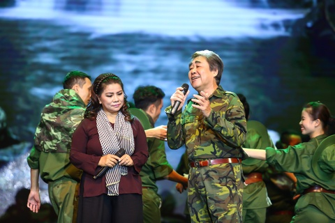 NSND Quang Tho, Thanh Hoa song ca 'Trong vong tay me' hinh anh