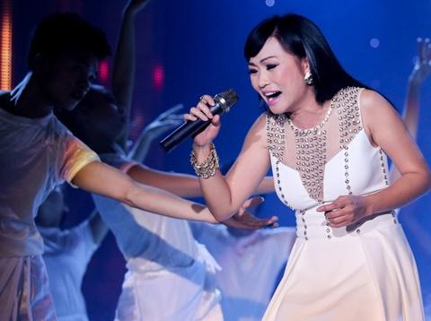 Phuong Thanh lan dau khoe con gai tren san khau hinh anh