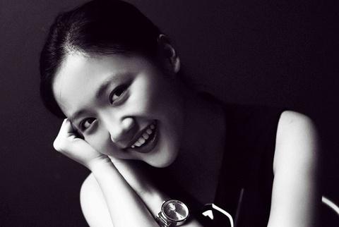 Van Mai Huong an tuong voi anh den trang hinh anh