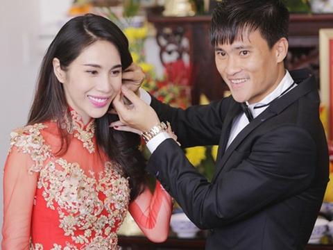 Thuy Tien – Cong Vinh cong khai tien mung ngay trong hon le hinh anh