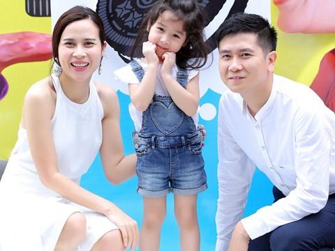 Luu Huong Giang - Ho Hoai Anh dua con gai di du kien hinh anh