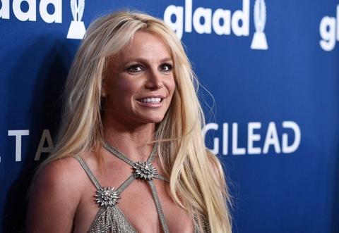 Britney Spears tam nghi hat de cham soc cha dang benh nang hinh anh