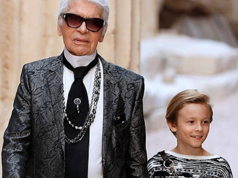 Karl Lagerfeld xuat hien cung con trai nuoi tren tham do hinh anh