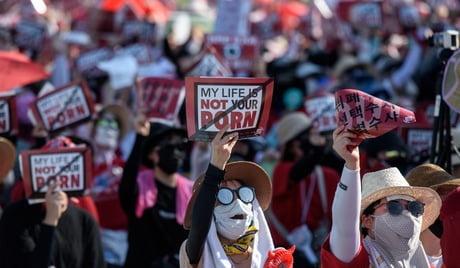 Giới trẻ Hàn Quốc biểu tình chống lệnh cấm truy cập 895 web khiêu dâm