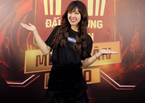 'Chi Cuu Hong' cua VTV la sinh vien Luat, dam me nghe MC hinh anh