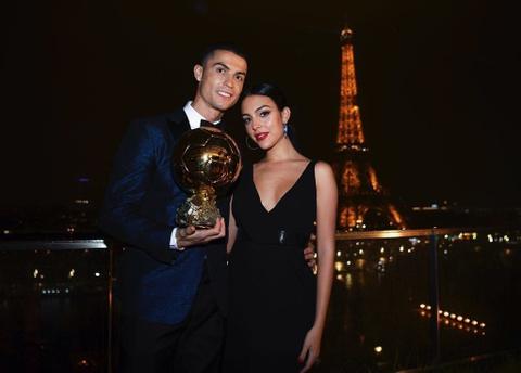 Nhung ky nghi sang chanh cua Ronaldo va ban gai hinh anh 13