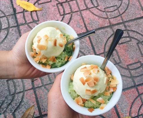 Món ăn vặt tuổi thơ, gợi nhớ thời đi học của thế hệ 8X, 9X ở Hà Nội