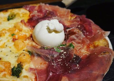 5 quán pizza nướng củi đúng chất Italy nhất ở Hà Nội