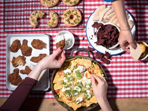 Thực đơn hấp dẫn cho bữa tiệc chỉ nên dùng tay ăn với hội bạn thân