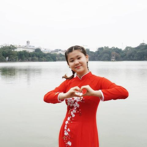 Du khach Han Quoc duyen dang dien ao dai dao pho Ha Noi hinh anh 5