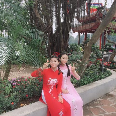 Du khach Han Quoc duyen dang dien ao dai dao pho Ha Noi hinh anh 6