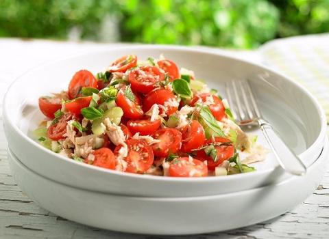 Bi kip tron salad thanh mat, de lam khong can ty le cho ngay nong nuc hinh anh 8
