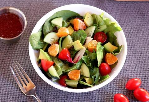 Bi kip tron salad thanh mat, de lam khong can ty le cho ngay nong nuc hinh anh 3