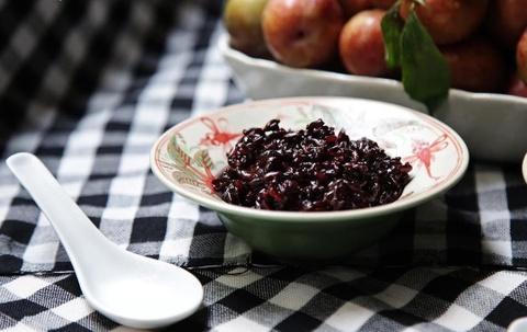 Bánh ú tro và các loại hoa quả cho mâm cúng Tết Đoan ngọ