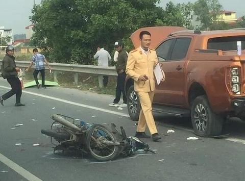 Tông vào đuôi xe bán tải, 2 nam thanh niên tử vong trên cao tốc