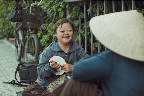 Be gai don Trung thu cung me ben le duong Sai Gon hinh anh 3