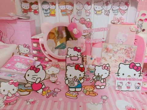 Co gai Sai Gon cuong Hello Kitty van duoc ban trai het long ung ho hinh anh