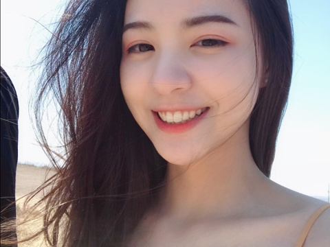 Nu than moi noi o Trung Quoc: Sang chanh, nhan sac giong Min Hyo Rin hinh anh