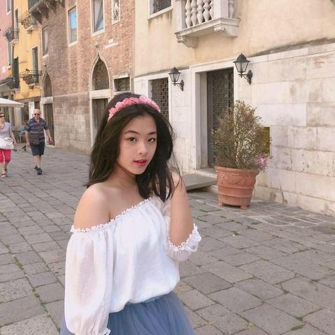 Con gai nghe si Chieu Xuan: 'Rat vui khi duoc me cho het so li xi Tet' hinh anh 5