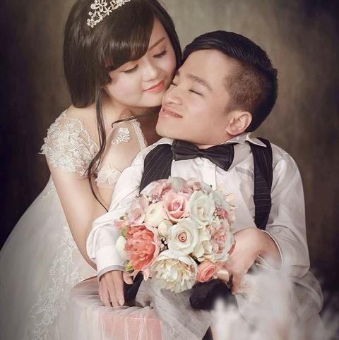 Chang trai xuong thuy tinh song the nao sau 2 nam cuoi vo xinh dep? hinh anh 2