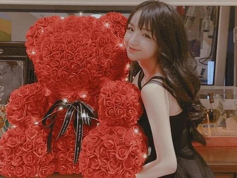 Nguoi yeu em thieu gia Phan Thanh khoe qua Valentine khong lo hinh anh