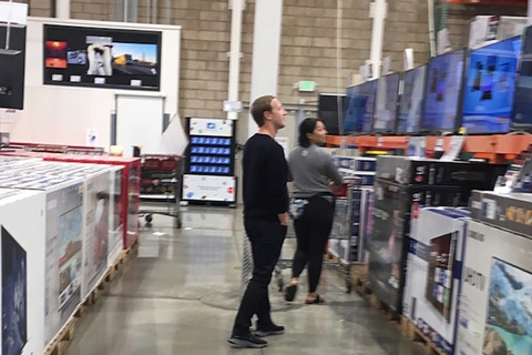 Giau thu 8 the gioi, Mark Zuckerberg van san hang giam gia hinh anh