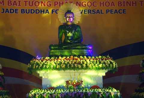 Dua tuong Phat ngoc lon nhat the gioi ve Ninh Binh hinh anh
